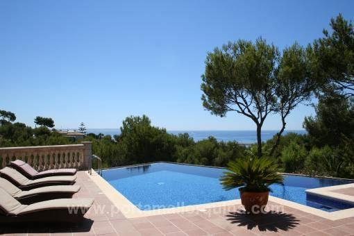 Stilvolle Meerblick-Villa in exklusiver Wohnlage