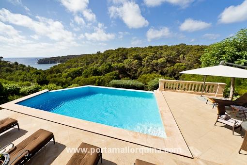 Luxus-Villa mit Zugang zum Strand mit Blick auf Portals Vells