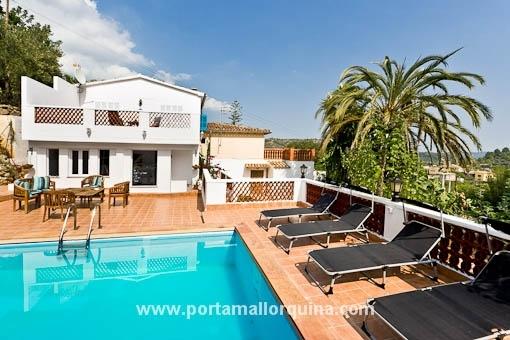 Dorfhaus mit Pool, Gästeapartment und Vermietungslizenz