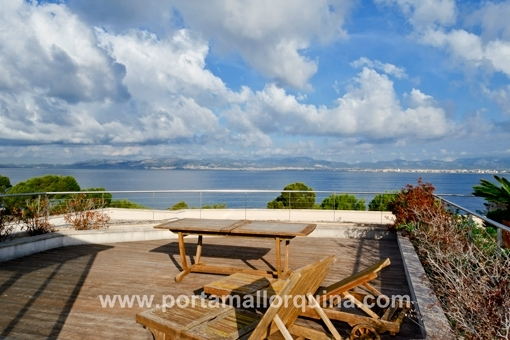 Luxuriöse Penthaus-Wohnung direkt am Meer