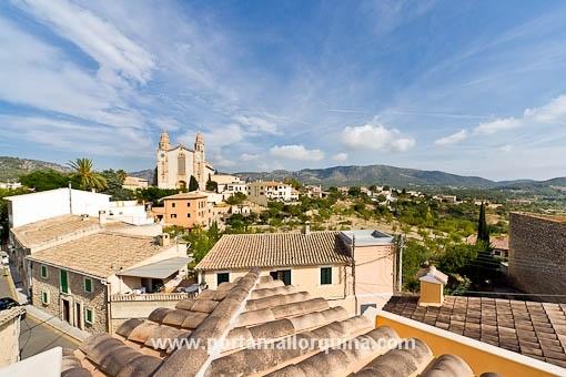 Teilrenoviertes Dorfhaus mit herrlichen Blick auf die Kirche von Calvía