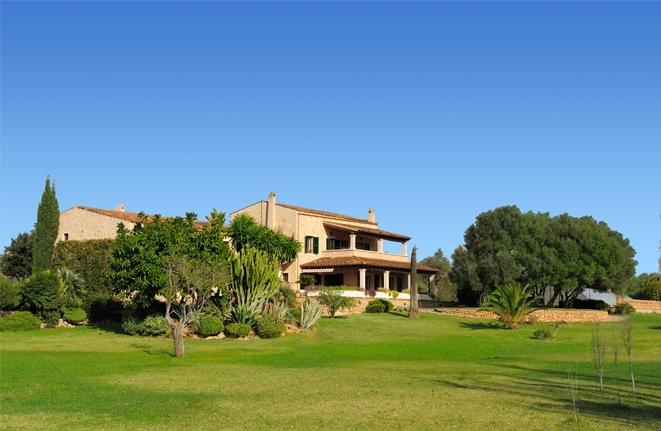 Außergewöhnliches Anwesen mit Gästebereich umgeben von sanften Hügeln