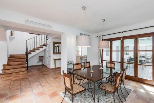 Die Villa hat eine Wohnfläche von 580 qm