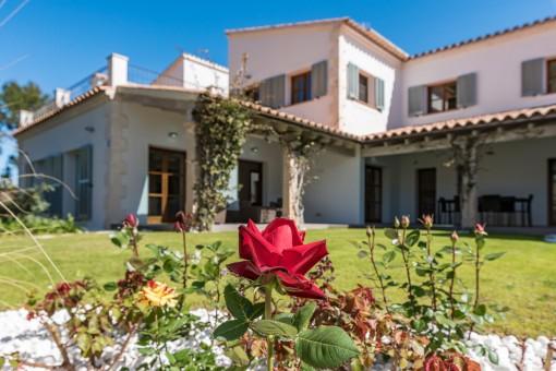 Die Villa steht auf einem 1.612 qm Grundstück