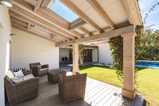 Die Villa hat verschiedene Terrassen