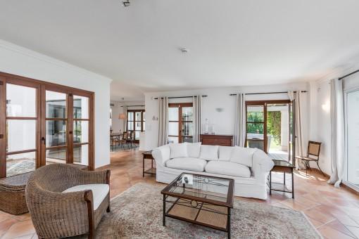 Der Wohnbereich bietet Terrassen- und Patiozugang