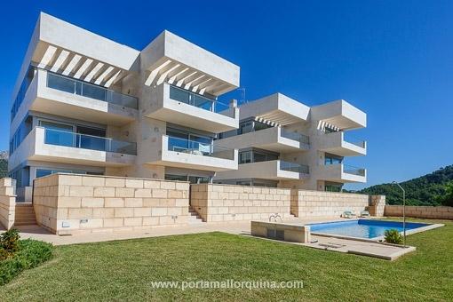 Moderne Penthauswohnung mit Meer- und Bergblick