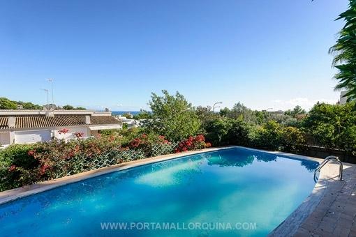 Komfortables Einfamilienhaus mit schönem Garten und Meerblick