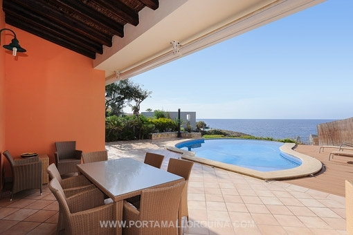 Villa im mediterranen Stil mit direktem Meerzugang