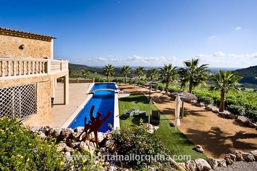 Natursteinfinca mit einmaligen Panoramablick und grossem Gästehaus