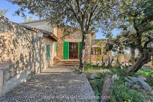 Haus Mit Steinfassade schönes haus im mallorquinischen stil mit einemgroßen grundstück