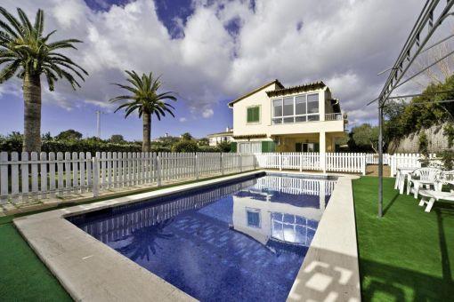 Hübsches Einfamilienhaus über 2 Etagen mit eigenem Pool in Sa Cabaneta