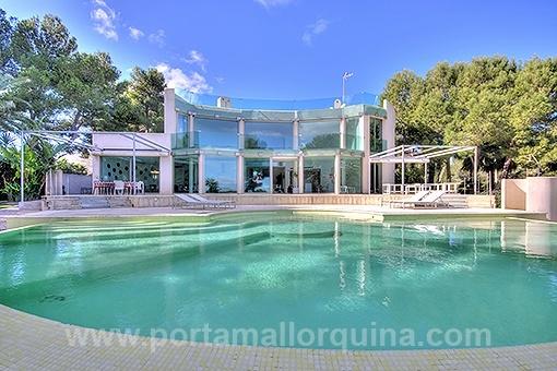 Repräsentative Villa in einer Luxus-Wohngegend in Meeresnähe in Sol de Mallorca