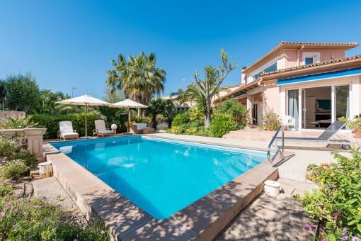 Schöne Villa mit separater Einliegerwohnung in mediterranem Ambiente
