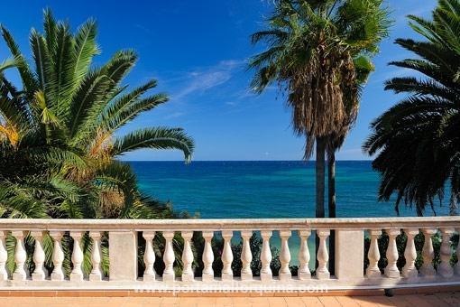 Spanische Villa direkt am Meer
