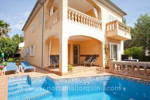 Großräumige Villa in ruhiger Wohngegend in Strandnähe