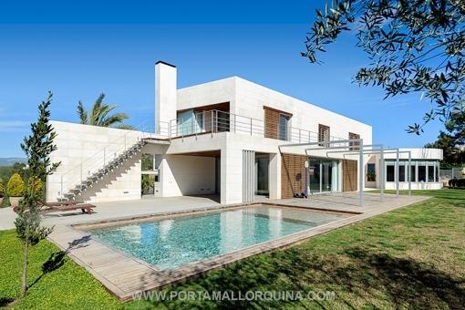 Großartige Luxusvilla von origeneller Architektur
