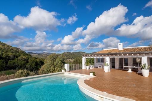 Villa in besonderer Lage mit Blick auf die Bucht von Puerto Andratx