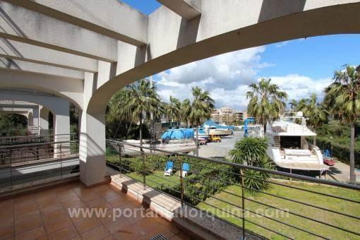Moderne Wohnung mit Blick auf den Hafen von Portocristo