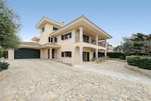 Hochwertige Villa im klassisch modernen Stil mit Teilmeerblick in Cala Blava