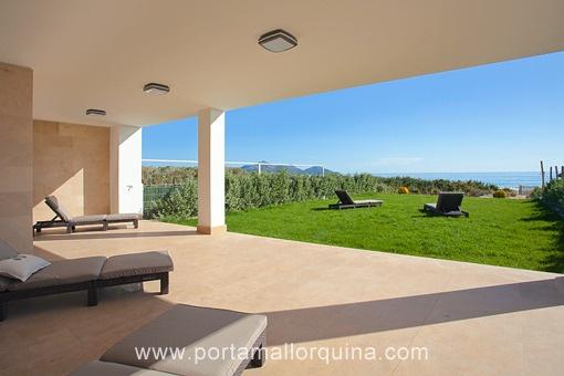 Großzügige Doppelhaushälfte in erster Meereslinie der fantastischen Playa de Muro