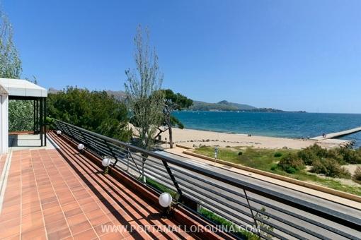Fantastisches Penthouse-Apartment in erster Meereslinie des Puerto Pollensa