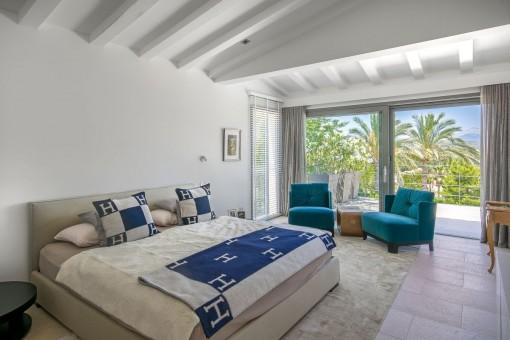 Wunderschönes Schlafzimmer mit Zugang zur Terrasse