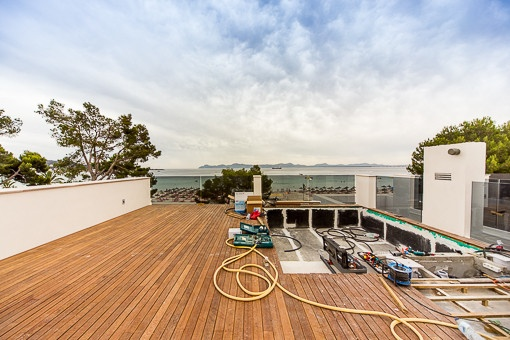 Privater Pool auf der Dachterrasse
