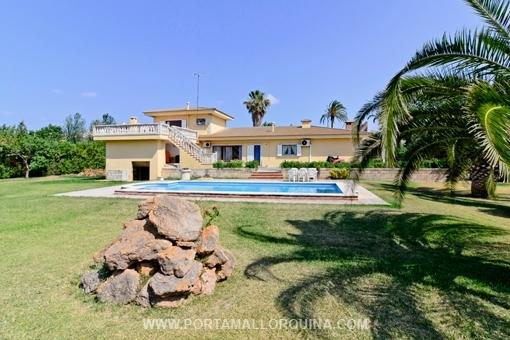 Großzügige Villa mit großartigem Garten direkt bei Alcudia Altstadt