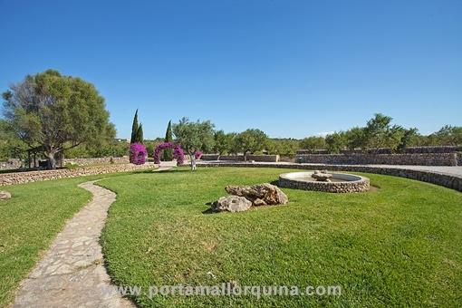 Beindruckender, gepflegter Garten der Finca