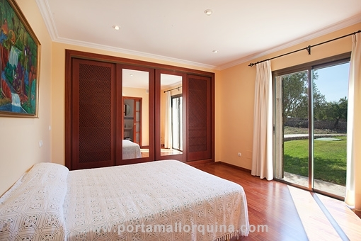 Doppelschlafzimmer mit direkten Gartenzugang