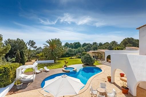 Gepflegte Villa mit viel Platz: 12 Schlafzimmer, Pool und Garten in Sol de Mallorca