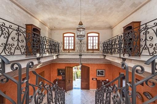 Blick auf den Eingangsbereich von der oberen Etage