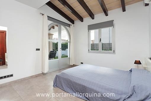 Hauptschlafzimmer mit Terrassenzugang