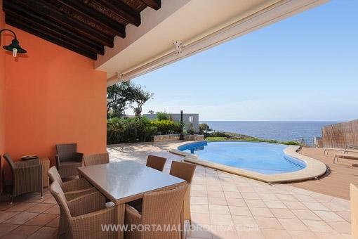 Villa im mediterranen Stil mit direktem Meerzugang in Santa Ponsa