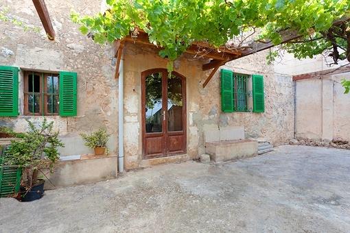 Palmanahes Dorfhaus aus dem 19. Jahrhundert mit fantastischem Meerblick zum renovieren in Sa Cabaneta