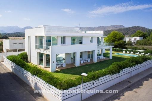 Fantastische, minimalistische Neubauvilla in Meernähe bei Puerto Pollensa