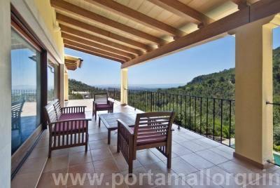 Moderne Villa mit herrlichem Meerblick