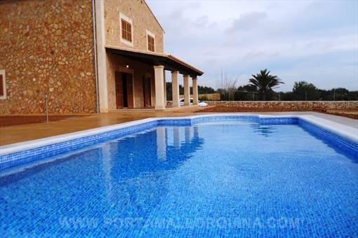 Neu gebaute Finca mit allem Komfort in Ses Salines