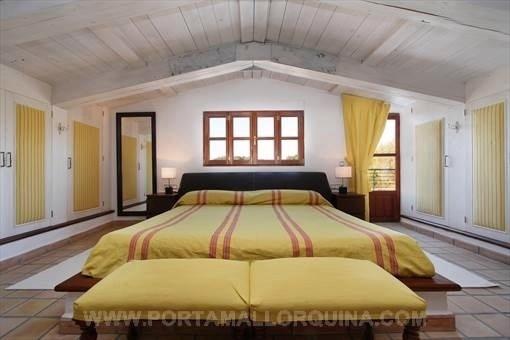 Stilvolles Hauptschlafzimmer