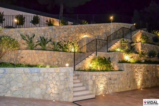 Garten mit Abendbeleuchtung