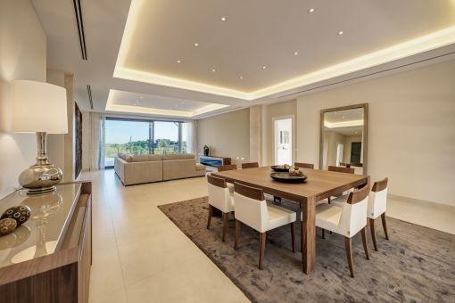 moderne und hochwertige villa auf einem 2000 qm gro en grundst ck mit fernblick kaufen. Black Bedroom Furniture Sets. Home Design Ideas