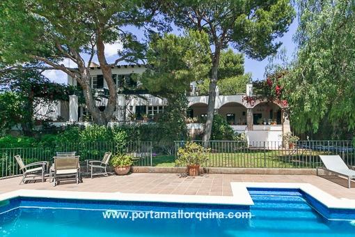 Charmante Villa mit Pool und großem Außenbereich in bester Wohngegend