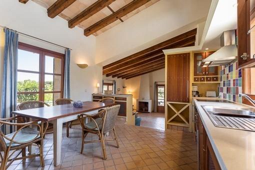 Küche und Essbereich einer der Wohneinheiten