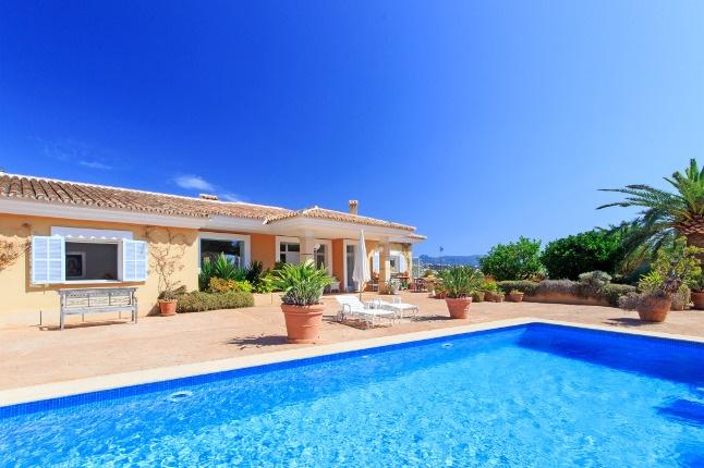 Traumhafte Villa mit Teilmeerblick in begehrter Wohnlage