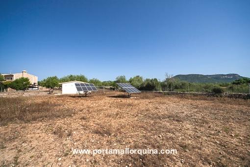 Garten mit Solaranlage