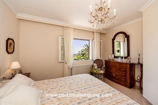 Helles Schlafzimmer mit Tageslicht