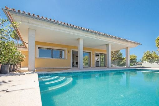 Stilvolle Villa mit Meerblick in ruhiger Umgebung