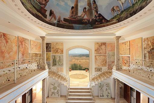 Beeindruckendes Kuppel-Fresko über dem Eingangsbereich