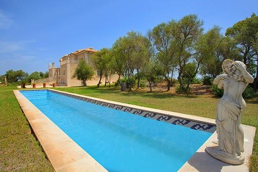 Herrschaftliche Finca mit einzigartigem 360 Grad Panoramablick auf eigenem Berg im Norden Mallorcas